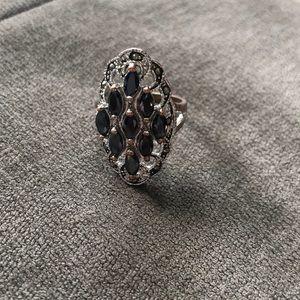 Jewelry - Black stones ring